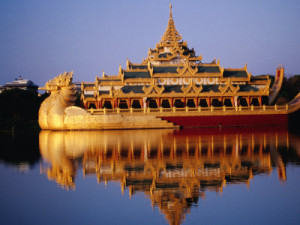 fox-ryan-floating-royal-barge-karaweik-on-lake-kandawgyi-mandalay-myanmar-burma